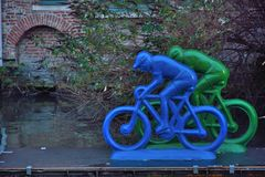 Motociclisti di plastica su un fiume Fotografia Stock