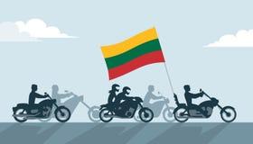 Motociclisti lituani sui motocicli con la bandiera nazionale Immagine Stock