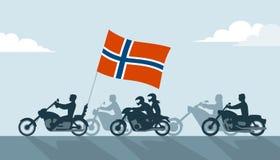 Motociclisti sui motocicli con la bandiera della Norvegia Fotografie Stock Libere da Diritti