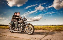 Motociclisti sulla strada Immagini Stock