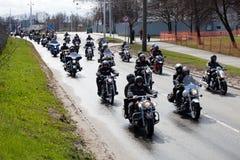 Motociclisti in vie della città Immagine Stock Libera da Diritti