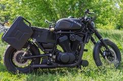 Motociclo casalingo nero con l'iscrizione sulla scopata del ` del carro armato di gas il ` del sistema Immagini Stock Libere da Diritti