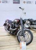 Motociclo con un'alta ruota Fotografie Stock Libere da Diritti