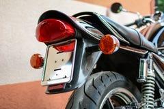 Motociclo d'annata fotografato all'aperto da dietro Fotografia Stock