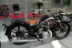 Motociclo d'annata nel museo tecnico a Praga 3 Immagini Stock