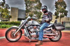 Motociclo e cavaliere classici della V-barretta di Harley Davidson dell'americano Fotografia Stock Libera da Diritti