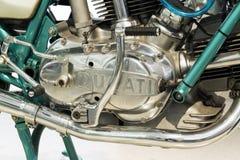 Motociclo eccellente di sport di Ducati 750 che sta all'azionamento del forum di Volkswagen Group a Berlino, Germania fotografia stock