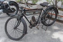 Motociclo molto vecchio dell'annata Immagini Stock Libere da Diritti