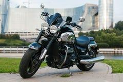 Motociclo nero 1 dell'automobile scoperta a due posti Fotografia Stock