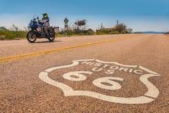 Motociclo su Route 66 immagine stock