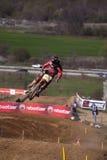 Motocrós-salte. Imagen de archivo libre de regalías