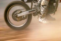Motocroßfahrrad-Zunahmedrehzahl Stockbild