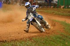 Motocroßmitfahrer im nationalen Ereignis Stockfotos