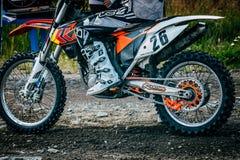 Motocross гонщика подготавливая начать Стоковое Изображение