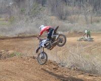 Motocross: Abstiege auf der Bahn stockbild