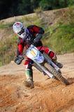 Motocross, das Ecken nimmt stockfotos