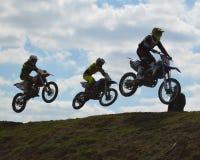 Motocross: dreifacher Aufstieg stockfotografie