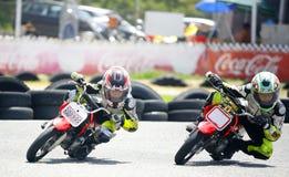Motocross dzieci rowerzyści Zdjęcia Royalty Free