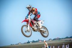Motocross jeździec w rasie Obraz Royalty Free