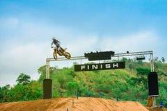 Motocross, motocicleta, motocross do estilo livre, saltando imagens de stock