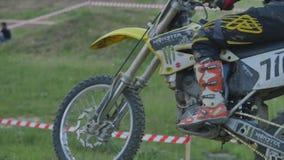 Motocross professionale Rider On Dirt Track del movimento lento eccellente archivi video