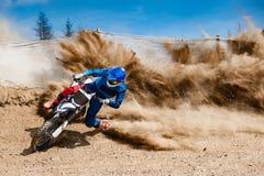Motocross-Rennstaub-Reiter Stockbild