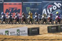 Motocrossar MXGP, EMX och MX2 springer under världsmästerskapet 2017 för italienare MXGP på Ottobiano Circu Arkivfoto