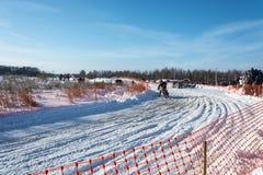 Motocrossar på festivalen övervintrar gyckel i Uglich, 10 02 2018 i Ug Royaltyfri Fotografi