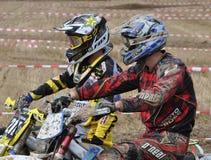 Motocrosschaufförer som väntar på startsignalen Fotografering för Bildbyråer
