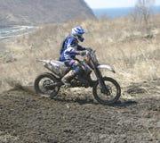 Motocrossfahrrad in einem Rennen Lizenzfreies Stockfoto
