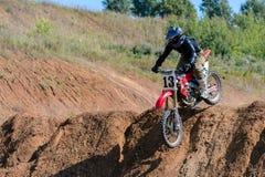 Motocrosshöjdhopp Royaltyfria Bilder