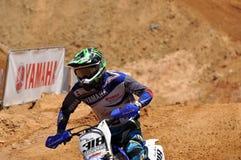 Motocrossreiter im nationalen Rennen Lizenzfreie Stockfotografie