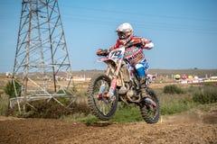 Motocrossruiter in het ras Royalty-vrije Stock Afbeeldingen