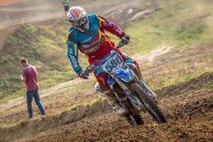 Motocrossryttare i loppet Arkivbild
