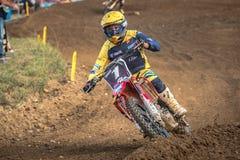 Motocrossryttare i loppet Royaltyfria Foton
