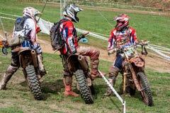 Motocrossryttare på det Drapak rodeoloppet Arkivfoton