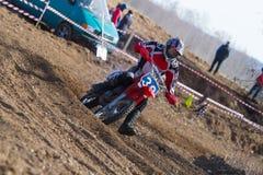 Motocrross em Letónia, no motorista e na motocicleta Foto do curso Fotos de Stock