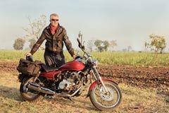 Motocycle indien européen âgé par milieu Photos stock