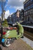 Motocycle verde con el gráfico del cáñamo Fotografía de archivo libre de regalías