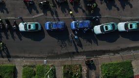Motocycles y opinión superior aérea los personal de la seguridad almacen de video