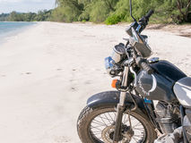 Motocyclette à la plage Photos stock