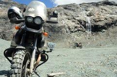 Motocyclette dans les montagnes no.2 Image libre de droits