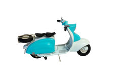 Motocyclette de scooter d'isolement sur le fond blanc Photos stock