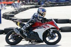 Motocyclette de Yamaha emballant chez la Thaïlande photographie stock libre de droits