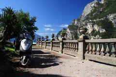 Motocyclette en Riva del Garda sur le lac garda en Italie Photos libres de droits