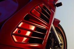 Motocyclette rouge, roue avant et capot Photo libre de droits