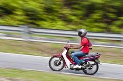 Motocycliste de vélomoteur Photographie stock libre de droits