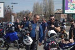 Motocyclistes se réunissant à Bucarest Image stock