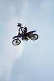 motocykl kaskaderkę sztuczki Obraz Stock