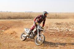 Motocykl kopie up ślad pył na piaska śladzie podczas zlotnych akademii królewskich Obraz Stock